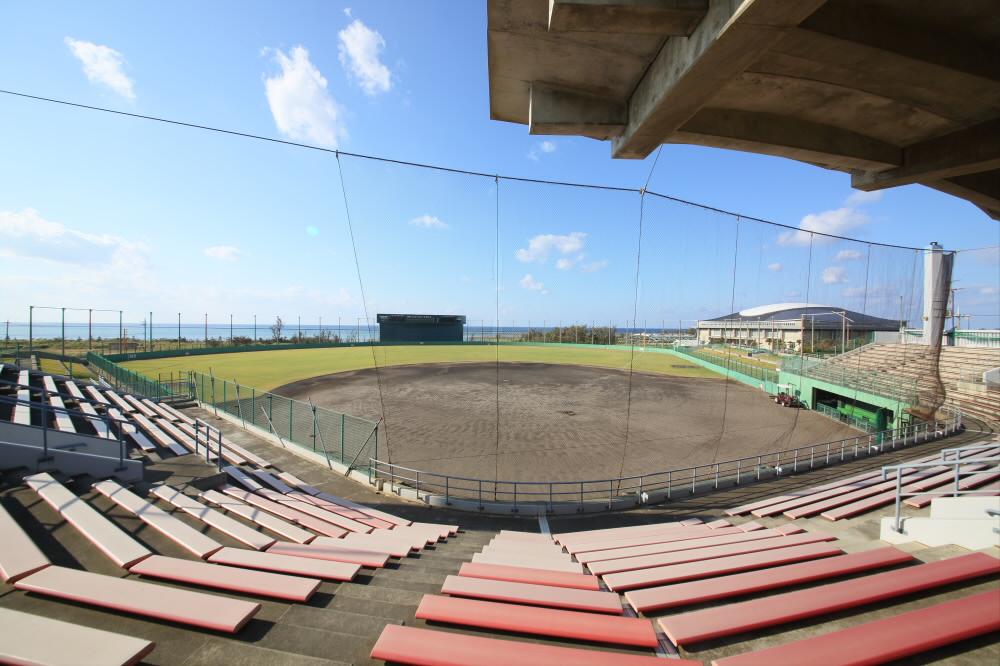 久米島野球場(久米島町総合運動公園内)