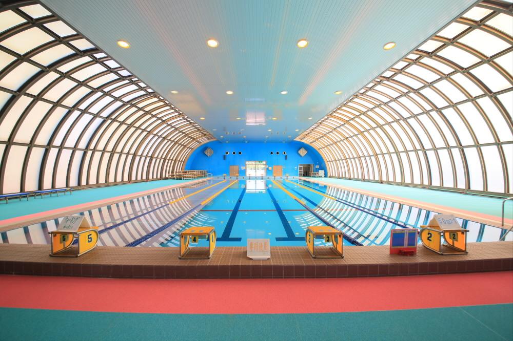 水泳プール(沖縄県総合運動公園内)