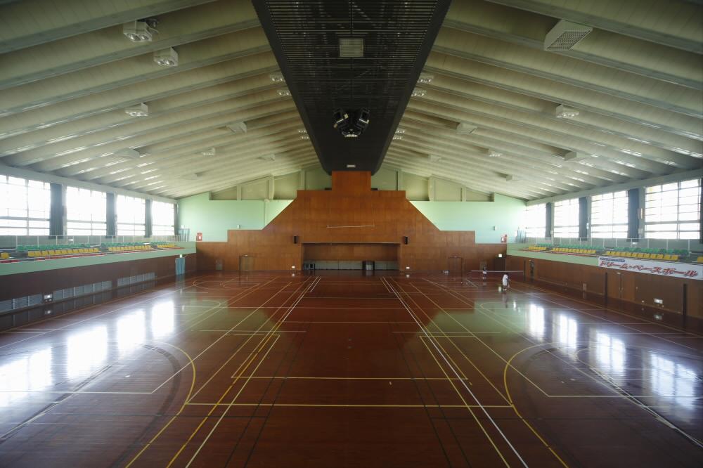 糸満市西崎総合体育館(西崎運動公園内)