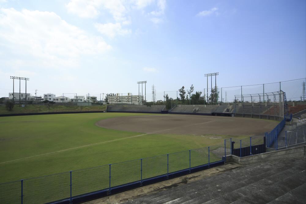 嘉手納町野球場(嘉手納運動公園内)