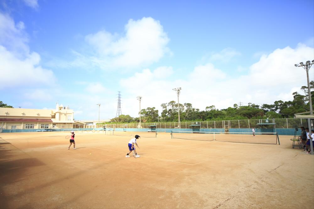 沖縄市庭球場(沖縄市コザ運動公園内)