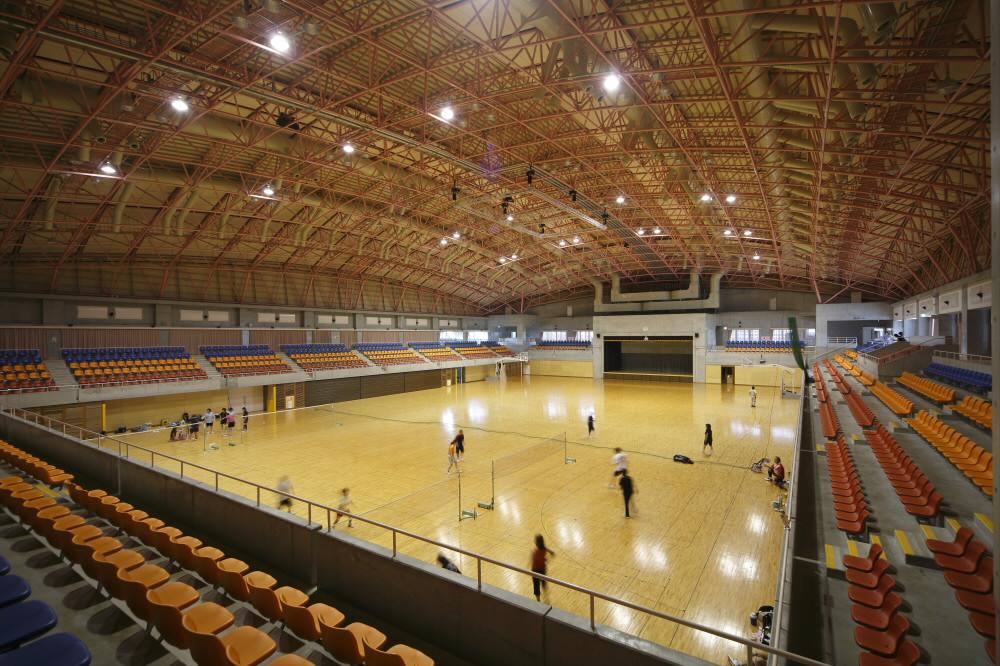 沖縄市体育館(沖縄市コザ運動公園内)