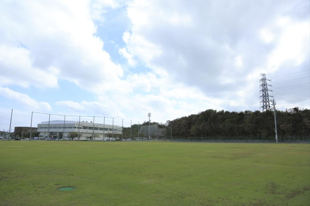 うるま市具志川多種目球技場(うるま市具志川総合運動公園内)