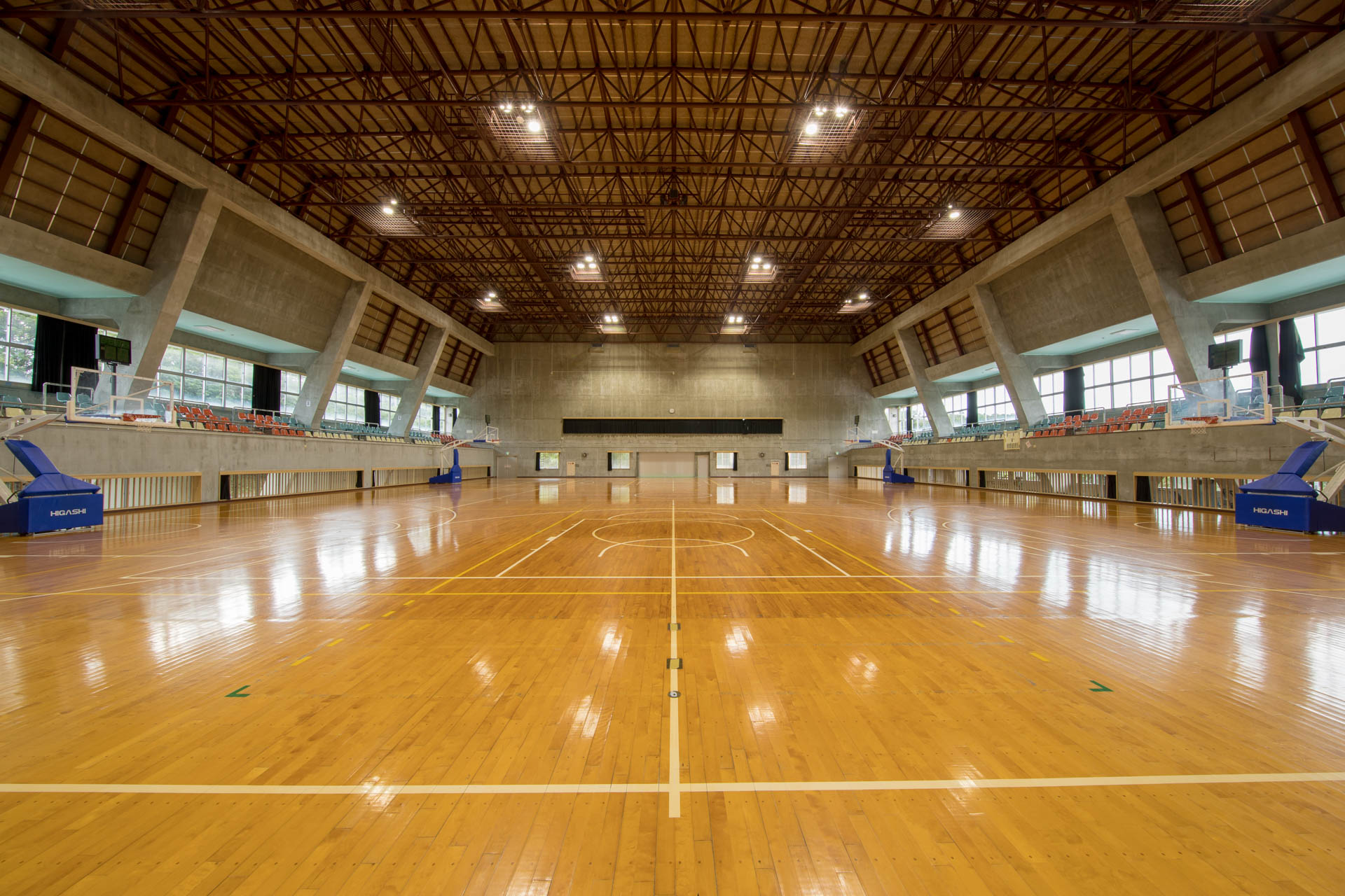 東村営体育館