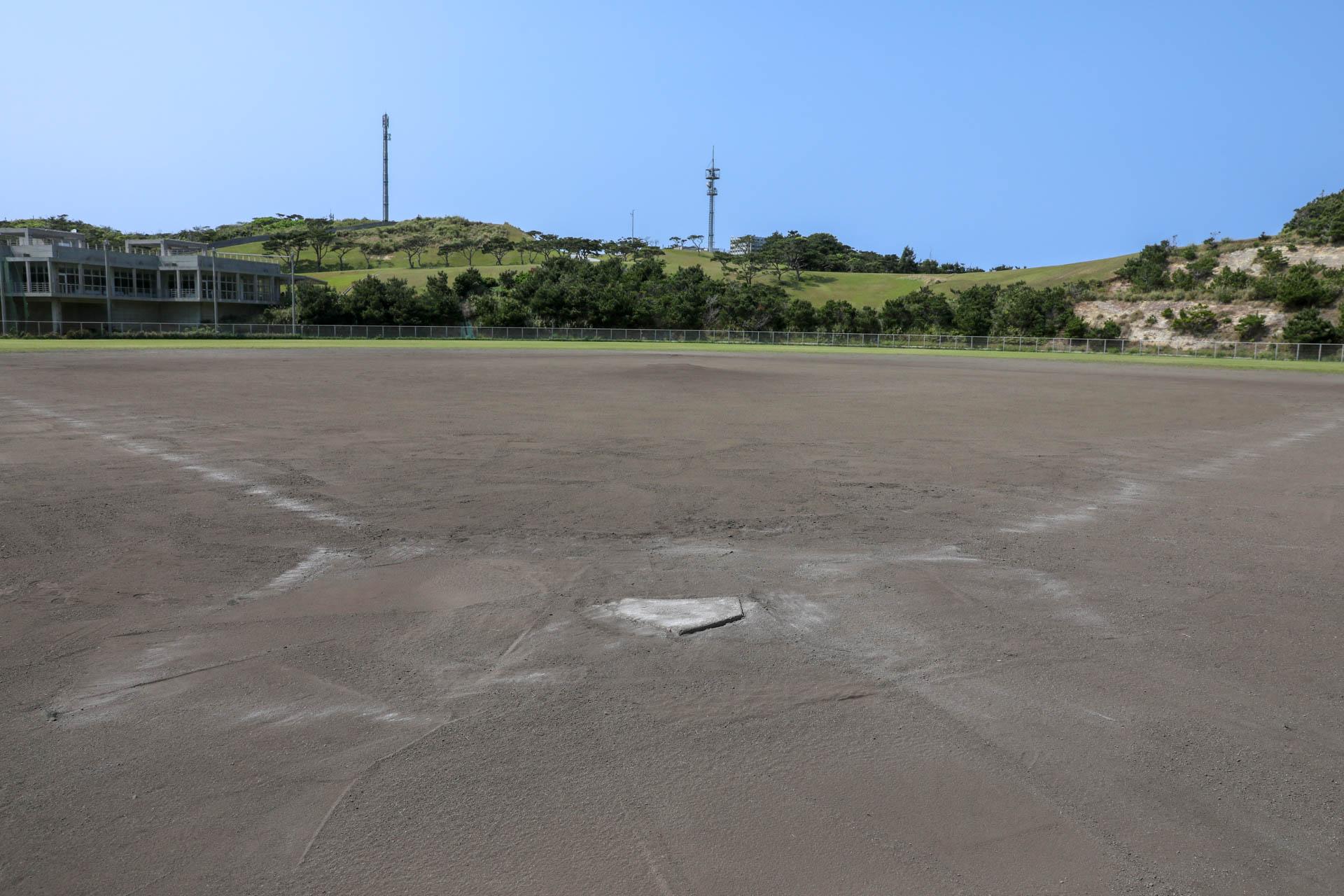 国立沖縄青少年交流の家 とかしきサンマリンスタジアムグランデ (野球場)