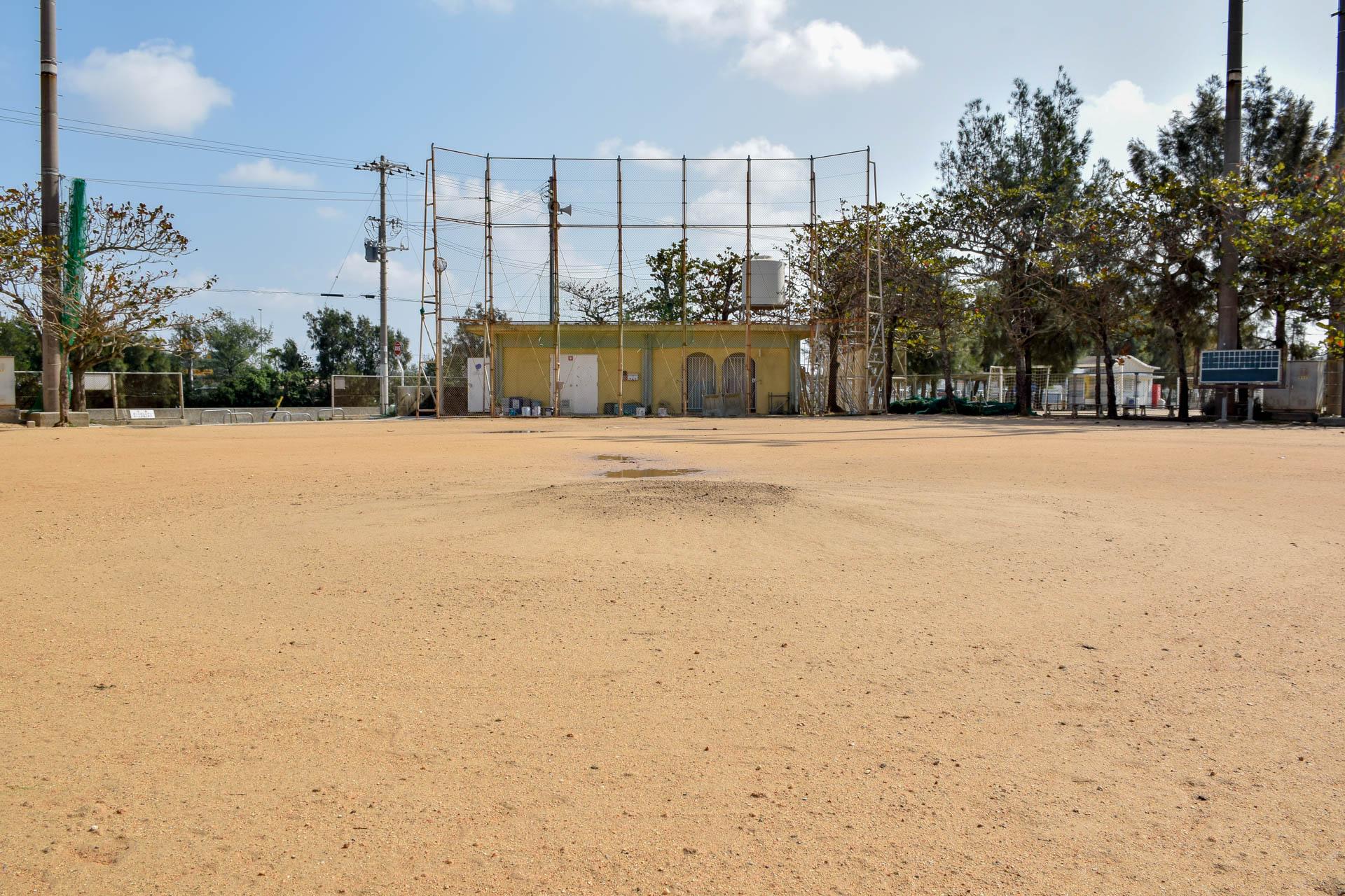 与根野外野球場