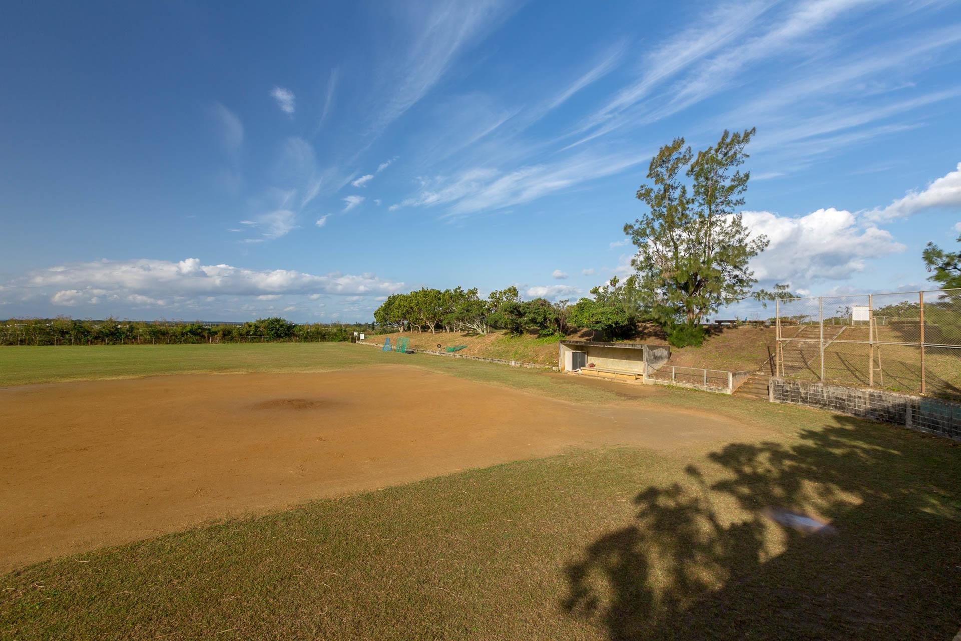 大嶽城址公園野球場
