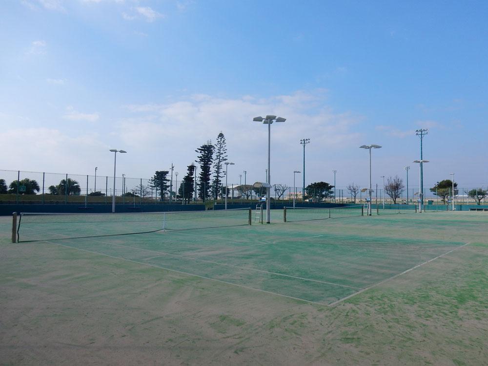 嘉手納町テニス場(嘉手納兼久海浜公園内)