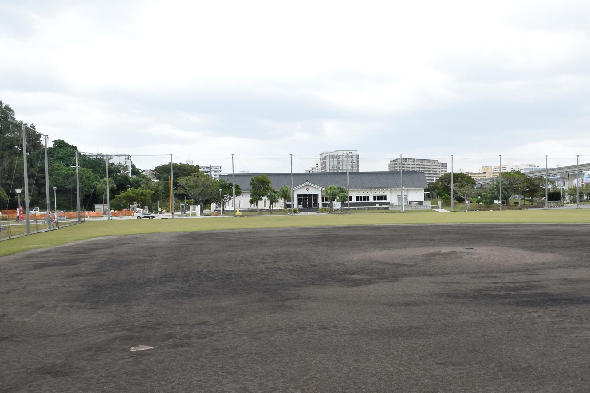 奥武山公園内多目的広場